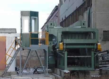 Сборка прессово-разрушающей машины МПР-1500 на стапеле завода