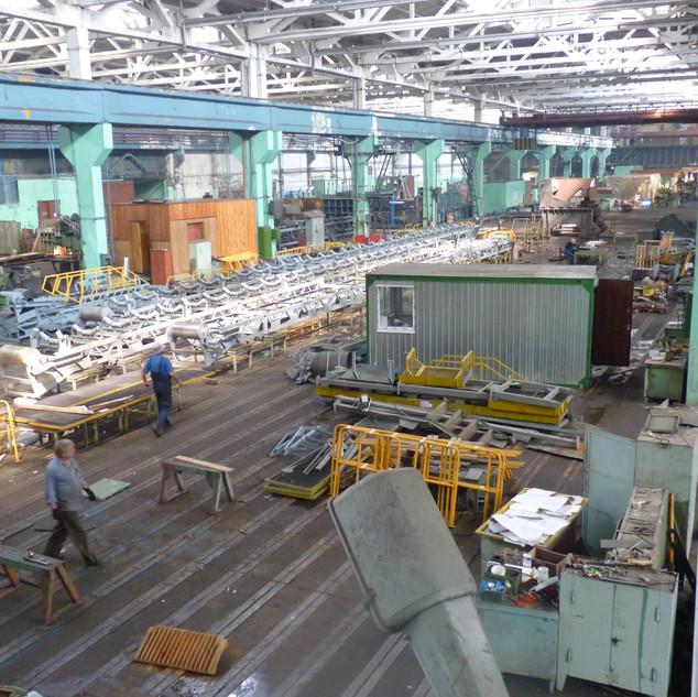 В сборочном цехе завода