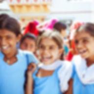 happy-indian-school-girls-izusek.jpg