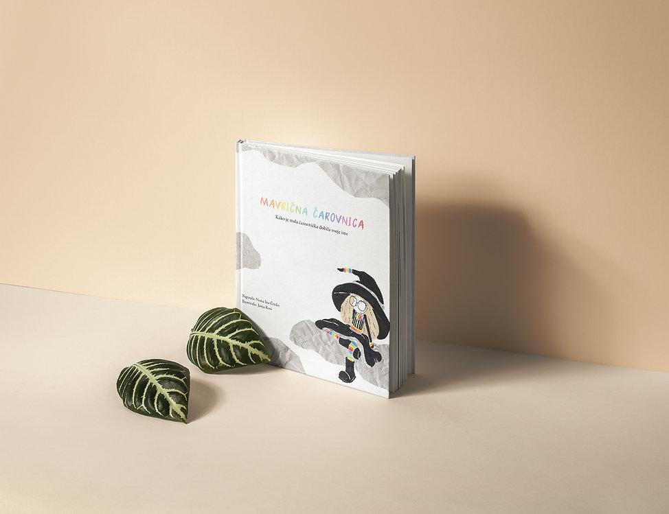 Hardcover-Book-Catalog-Mockup_carovnica2