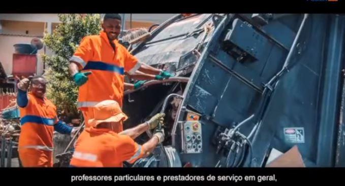 Cena da propaganda governamental #O Brasil não pode parar, no qual a quase totalidade dos trabalhadores convocados para não participarem da quarentena são afrodescendentes.