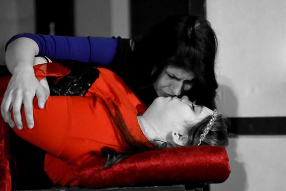 DSC_2415 romeo kiss dead juliet bw.jpg