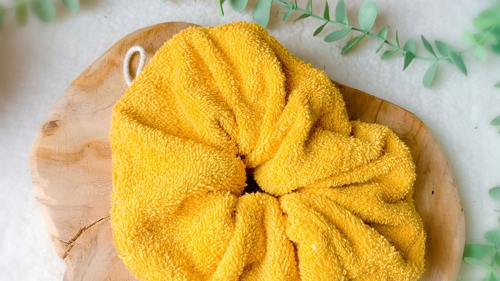 Fleur de douche jaune moutarde