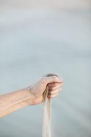 Hand streuen Sand