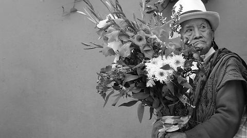 selling-flowers-2028921_B&W.jpg