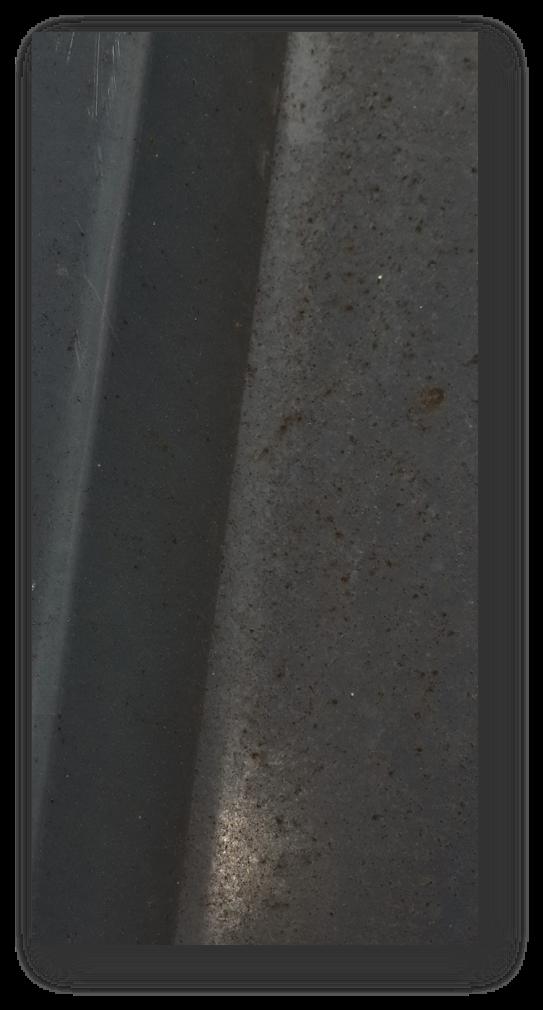 Stahltrapezblech in einer Dacheindeckung. Die Jahre haben dem Schutzsystem arg zugesetzt.
