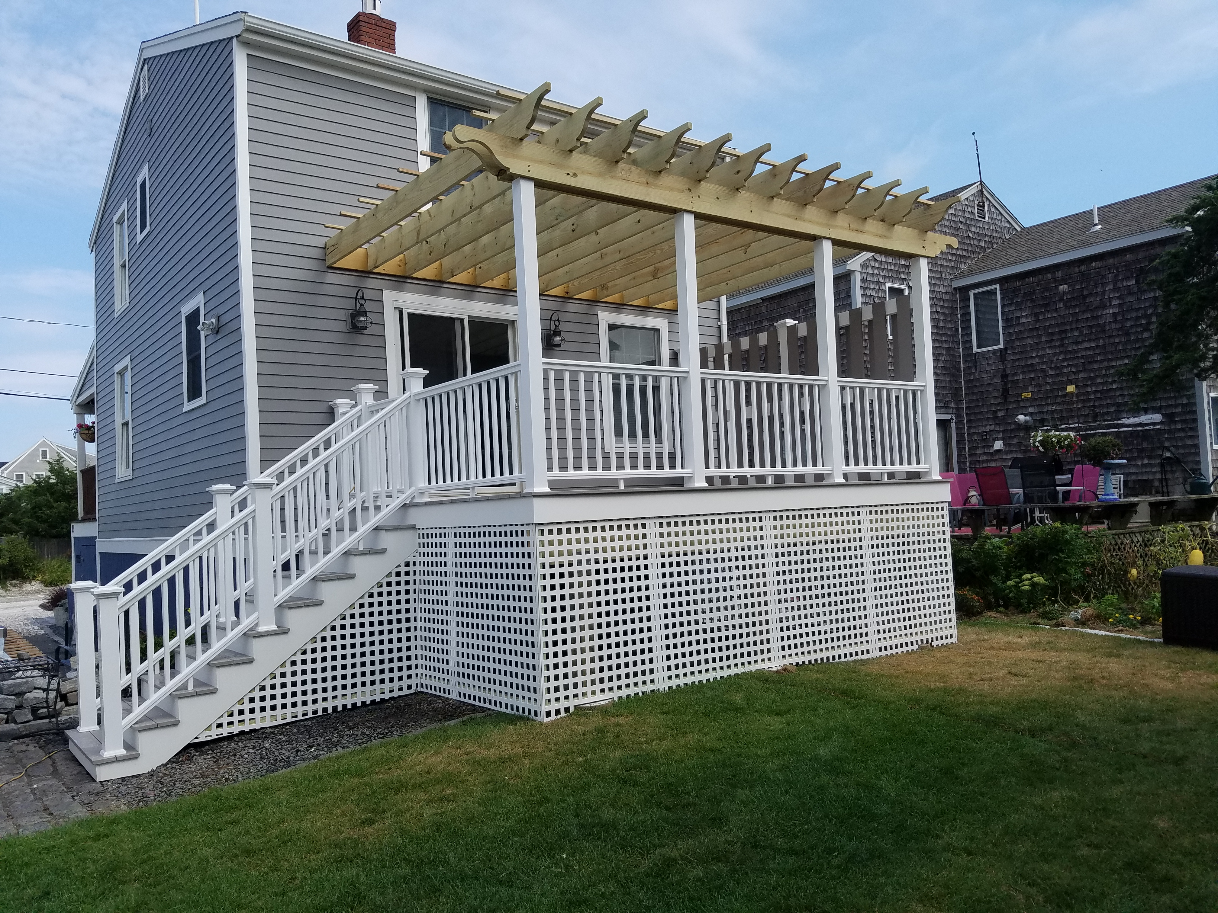 Deck with Pergola & Lattice (45)