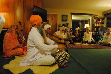 Kirtan + Potluck honor Guru Nanak