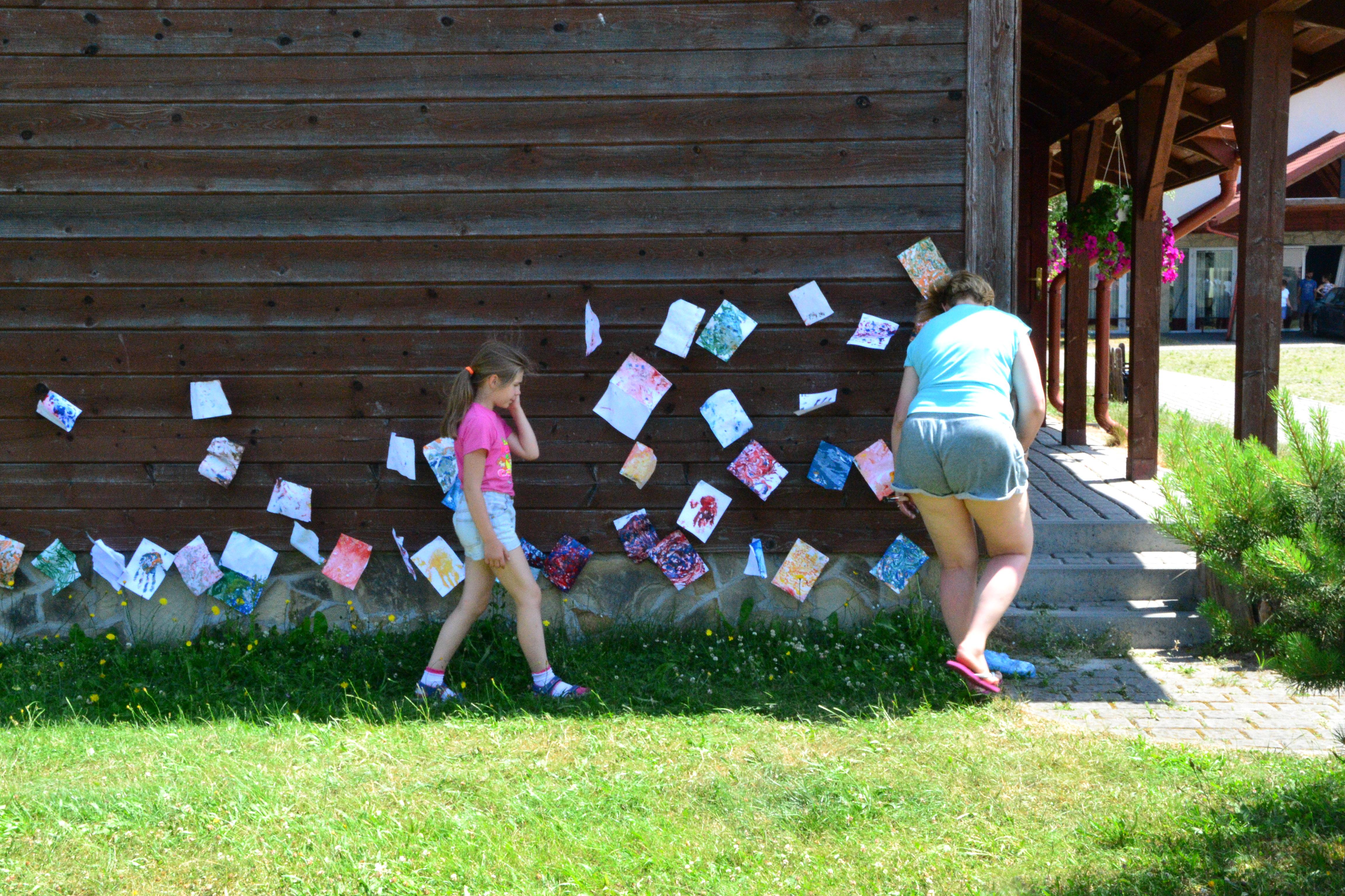 Dzieci projektowały pocztówki