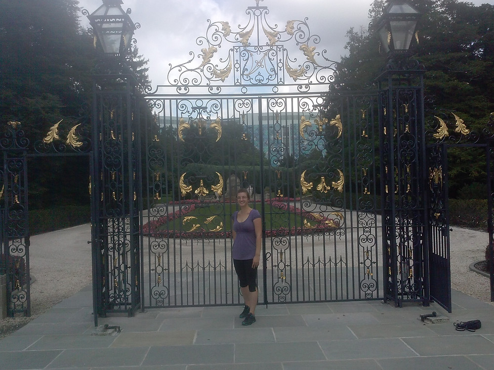 Lindsey Teske visits Nemours Mansion. Nemours Children's Hospital is visible behind me.