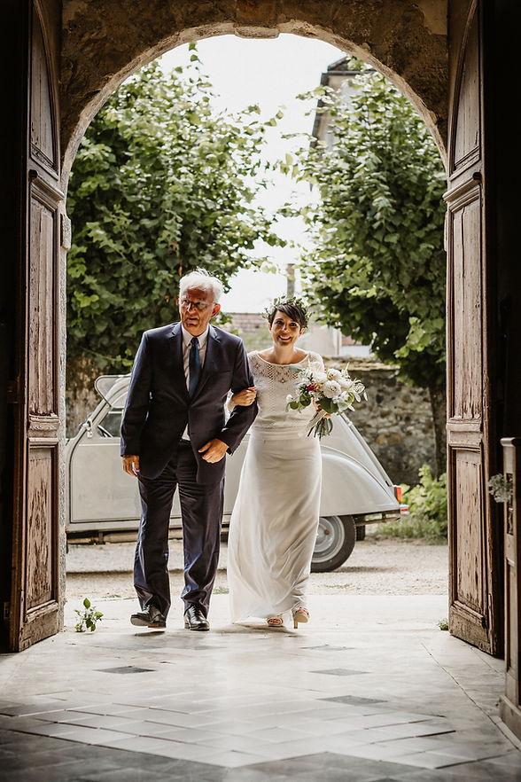mariage champêtre, robe bohême, fun ,touche de bleu , touche de rouge , nature , diner sous grand chêne , 2cv