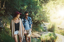 Couple sur une promenade