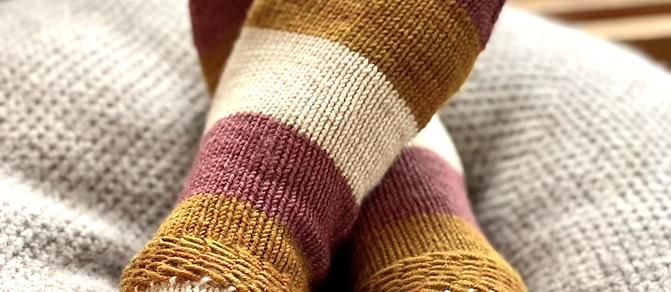 Magic Heel Socks DK Knitting Pattern (uses DK wt yarn)