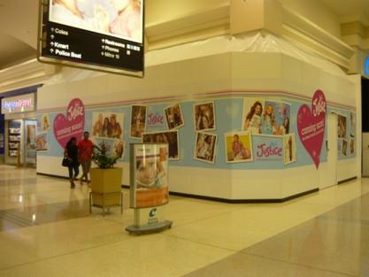 Shopping centre wall runner