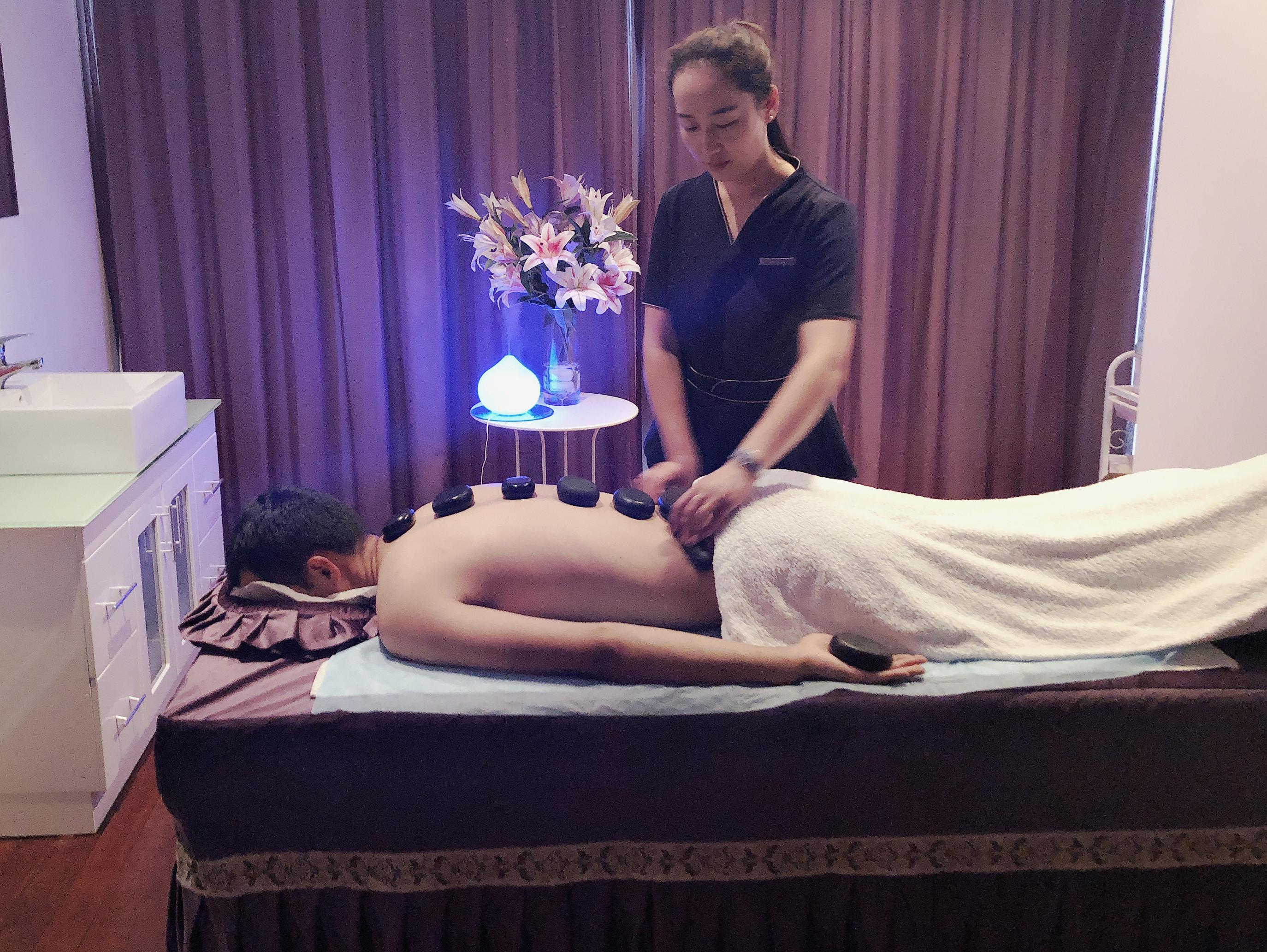 De-stress Hot-stone Massage