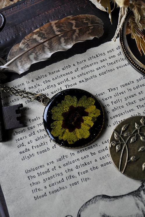 Le souffle du vent - Pendentif réversible, résine, fleurs séchées, or