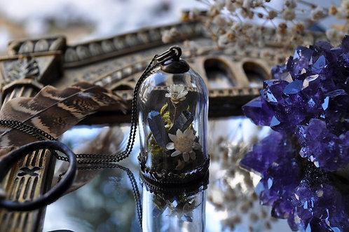 La Terre du Milieu - Pendentif cloche terrarium, végétaux, pierres fines