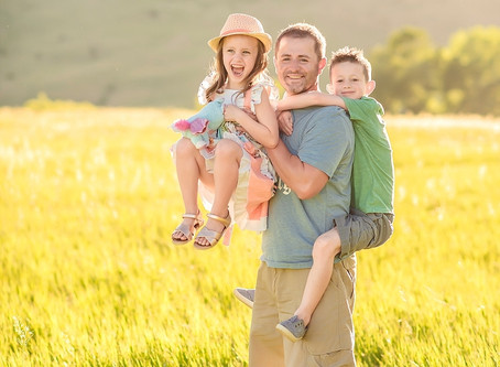 Mastering the Art & Business of Mini Family Photography Sessions - For Photographers