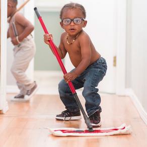 Δουλειές στο σπίτι: Γιατί πρέπει τα παιδιά να συμμετέχουν