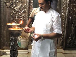 Shri Gunjan Goswami - Deep Prajawalan Karte Huye Shri Bankey Bihari Temple Vrindavan