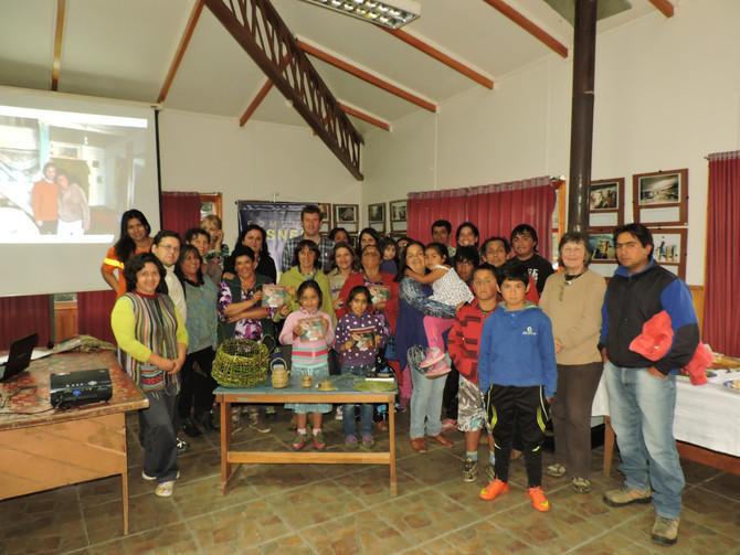 """Revisa aquí más fotos del Lanzamiento    """"Tejiendo Fibras en la Patagonia"""" en la localidad"""