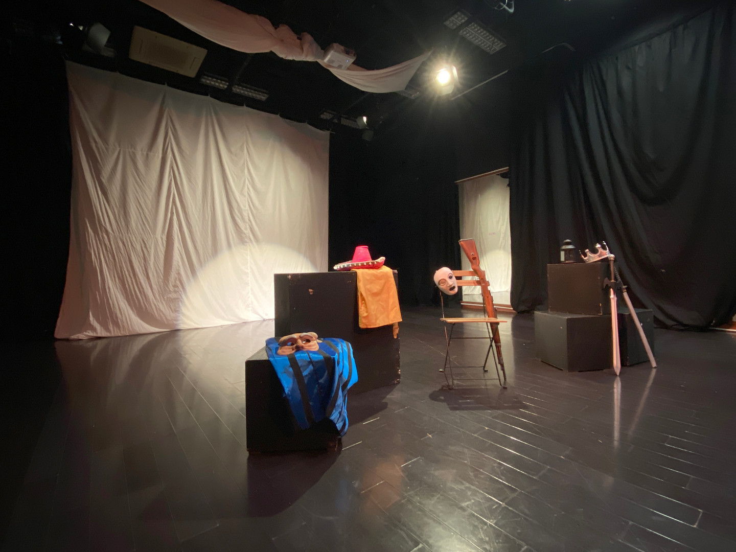 Black-box Drama Studio