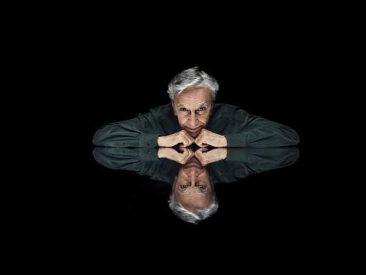 """Caetano Veloso promueve reflexión sobre tecnología e internet en """"Anjos Tronchos"""""""