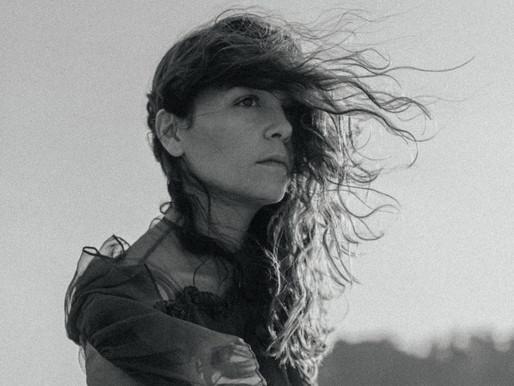 Natalia Lafourcade homenajea a las mujeres con versión de «Alfonsina y el mar»