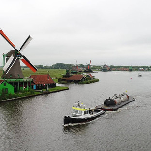 סירה גוררת בזנסה סחאנס הולנד צילום רחפן אריאל צוקרמן.jpg