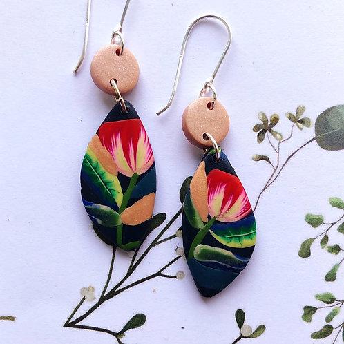 Elegant tulip earrings
