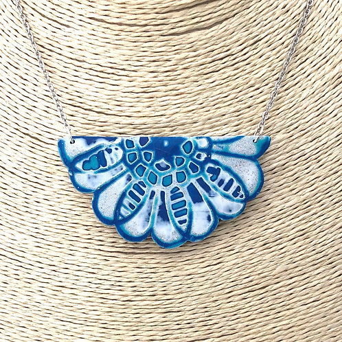 Lacey pendant necklace