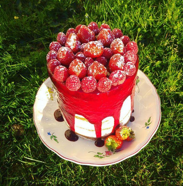 ❤❤Et voilà le petit gâteau que j ai eu le plaisir de réaliser  pour les 93ans de ma grand mère pater