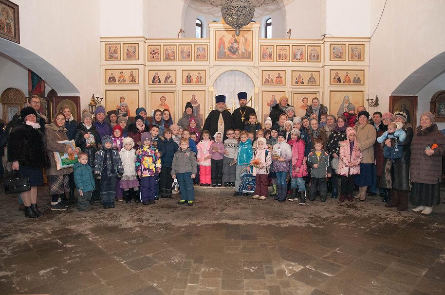 Общее фото учеников с настоятелем Елисаветинского храма