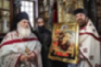 Список иконы «Всецарица». Настоятель Ватопедского монастыря на Афоне архимандрит Ефрем (слева) с братией. Фото с сайта pantanassa.by