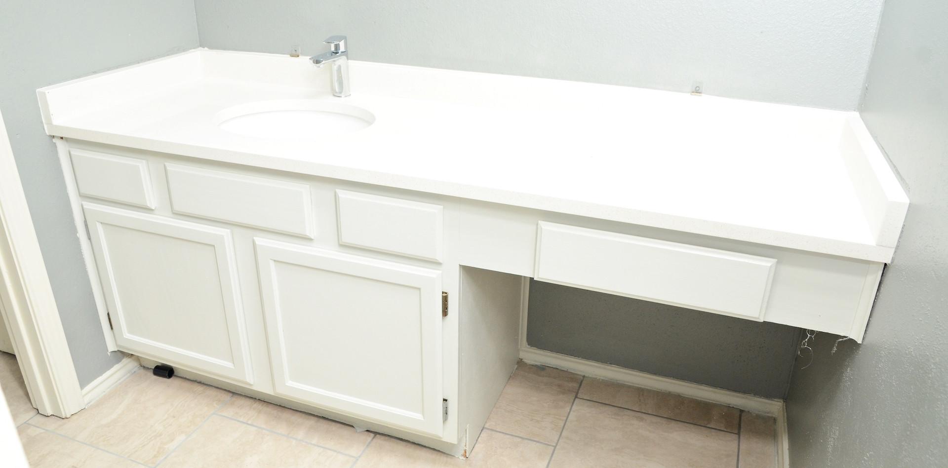 bathroom_counter.JPG