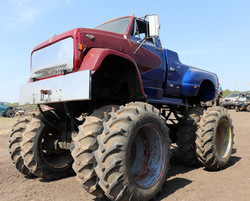 Monster truck with eight tires
