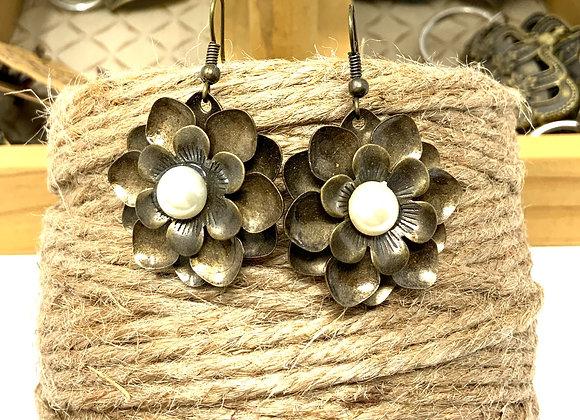 Flowers and Pearls Earings