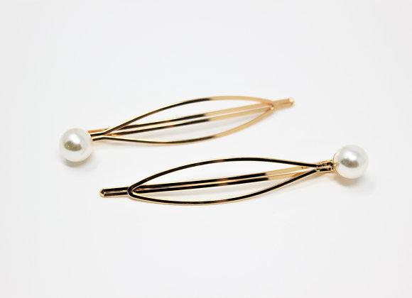 Pair of single pearl hair pins