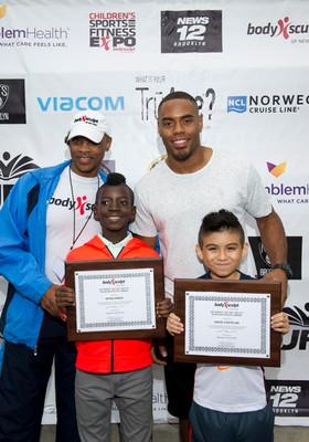 NFL Running Back Rashad Jennings with Students