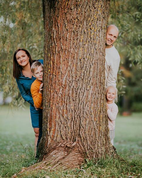 Perekond Kadriorus.jpg