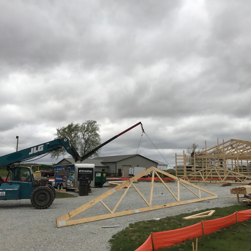 2017_04_27 Setting south trusses