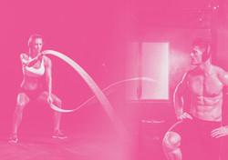 Exercício com cordas de força. Crossfit, músculos no traço.