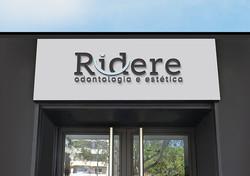 Logo de clínica de estética e odontologia. Aplicação de logomarca na entrada da clínica. Elegância e