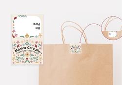 Embalagem presentes delicados com identidade visual e logotipo próprio. Sacola personalizada com ade