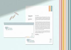 Envelope e receituário lindos e coloridos criados para pediatra. Criativo e muito bonito para conqui