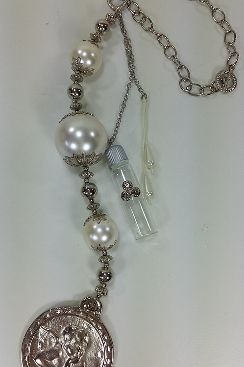 ref 91 medalhão de berço/água benta-pérola /prata