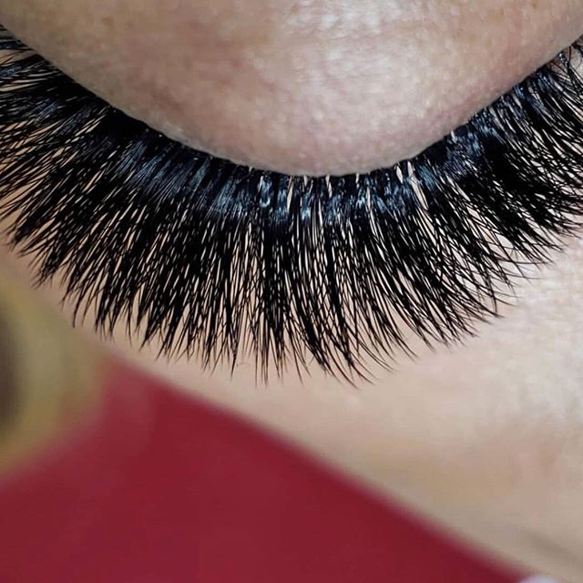 32567192d61 Your eyelash technician will explain to you the different types of lashes  you can get (silk, synthetic, faux-mink, etc).
