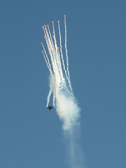 F16 Falcon showing off