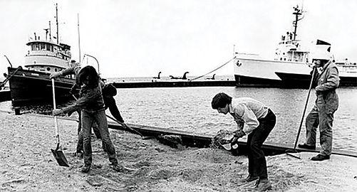 MysteryPhoto 1970s-techcenter-M-loch-nes