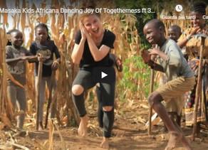I bambini dell'Uganda hanno vissuto le devastazioni della guerra, della carestia e della malattia.